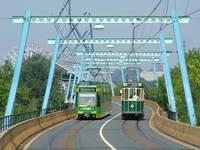 Ein Treffen zweier Generationen von Oberhausener Straßenbahnwagen - https://commons.wikimedia.org/wiki/File:Stoag25lipperfeld030905.jpg
